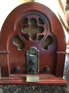VINTAGE CATHEDRAL STYLE AM-FM RADIO