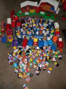 LOT FIGURINES FISHER PRICE + MAISONS!