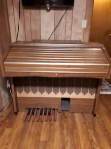 FREE Kawai organ, bench & instruction books