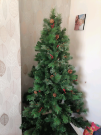 6ft comes and berries Christmas tree