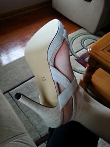 Jessica High Heels *BRAND NEW IN BOX* Size 7.5 Kingston Kingston Area image 9