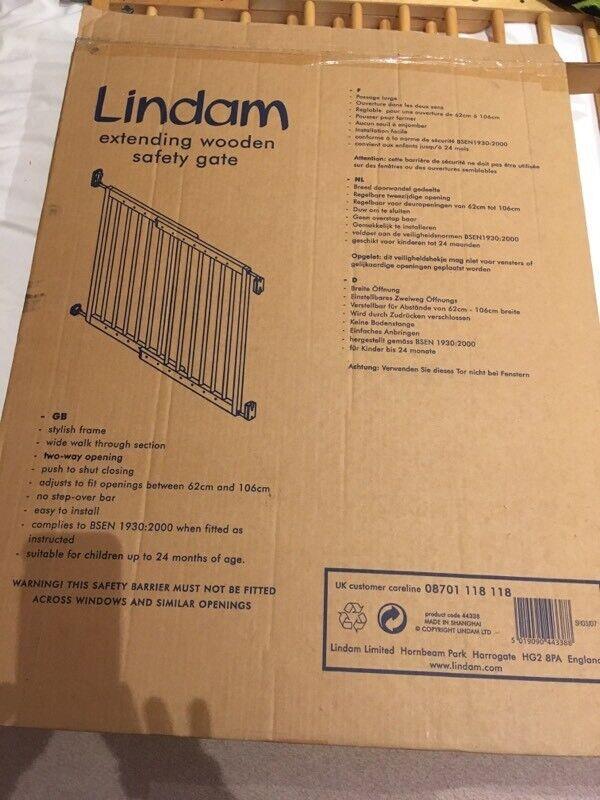 Linden wooden extending stair gate