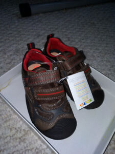 GEOX Boys Leather Shoes - New with tag - size 10(US)