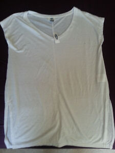 Old Navy White T-shirt-Tags on London Ontario image 1