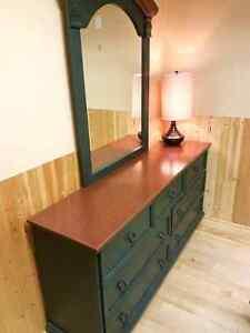 Bedroom set / Ensemble de meubles