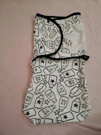 2x newborn swaddle wrap blankets.