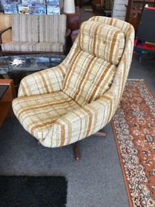 Mid century modern Teak lounge chair VERY COMFY