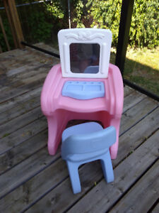 Step 2 child's makeup table and chair