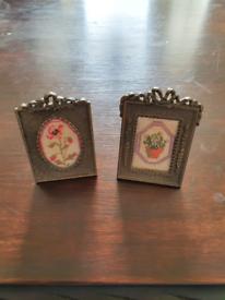 Set of 2 decorative mini metal frames