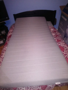 Twin bed Sultan fageras mattress from Ikea. Good condition