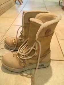 Women's leather and wool Chaco winter boots size 7