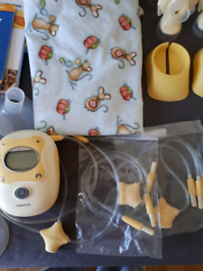 Medela Freestyle double breast pump with extras and warranty