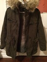Aritzia parka size S for150$ really nice condition barely wear