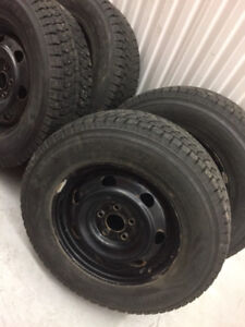 4 Dunlop winter tires with rims:225/70R16