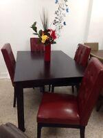Table de diner en bois brun rougeâtre avec rallonge à 199$