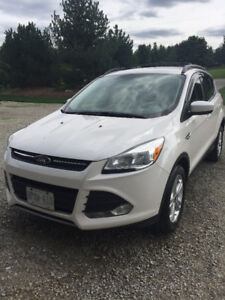 2013 Ford Escape - Winters Coming ***INCLUDES FOUR WINTER TIRES