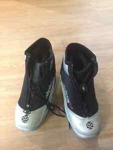 Kids X-C Ski Boots - Alpina Touring Size 32