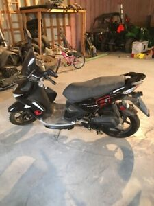 Selling 2013 Kymco Super 8-50 Scooter