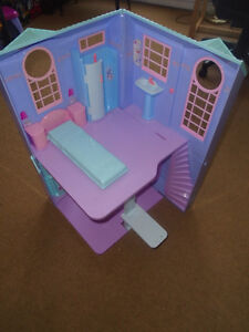 Barbie toy house 10$  Two level Barbie house – HIGH 27 inches -