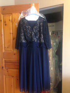 Robe avec dentelle bleue foncer/ Midnight Blue Dress with Lace