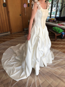 Beautiful wedding dress to sell