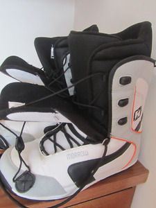Morrow Snowboard Boots in MINT condition Male size 11