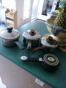 3 Stainless Steel Pots & Omelette Maker