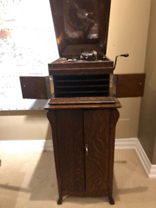 Antique record player - Victor Victrola Talking Machine
