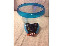 Robo Fish, radio control and bowl