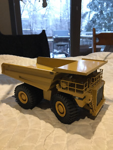 Caterpillar 789A 1:50 Scale Collectible Model