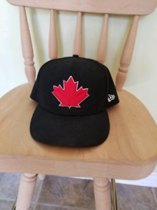 Mens New Era Toronto Blue Jays Canada cap.