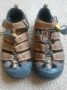 Brand new keen size 1 brown sandals
