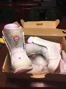 Brand new head Womens snowboarding boots size 10