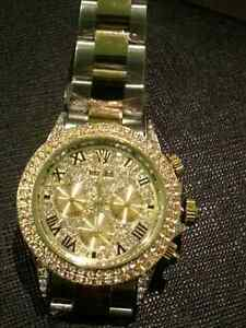 ROLEX neuf 18 k .t d'or high quality avec  crystal swarevisk uni