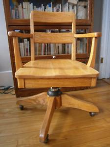 Chaise de bureau en chêne