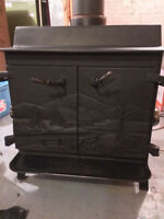 Poele a bois foyer / cast iron wood stove. Made in Quebec