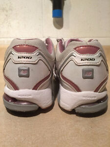 Women's New Balance Abzorb Energy 1200 Running Shoes Size 11 London Ontario image 2
