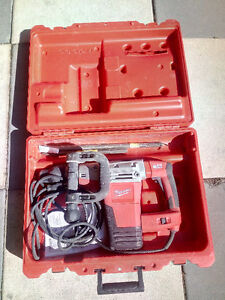 Milwaukee SDS MAX Demolition Hammer 5446-21 used once 500$