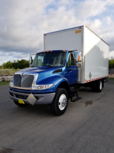 2014 International with 20 ft Box with Liftgate