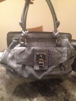 BARELY USED GUESS PURSE, NEED GONE ASAP!!!!