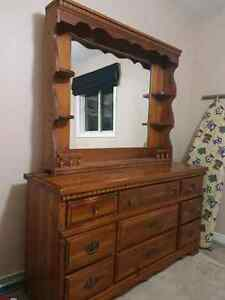 Dresser with mirror (2 pieces) 1977.  7 out of 10 condition.  Kitchener / Waterloo Kitchener Area image 1