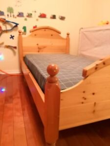 Kid bedroom set: single bed/Mattress, night table and study desk