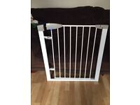 Lindam safe gate with fitting
