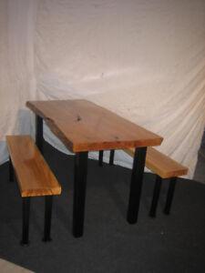 table et 2 banc a vendre