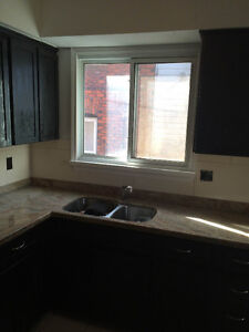 All inclusive, furnished, renovated and minutes to Univerity Windsor Region Ontario image 5