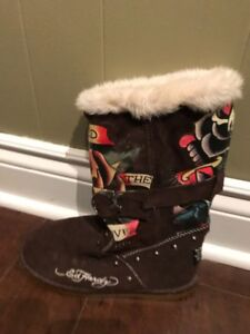 Boots/shoes in excellent condition (uggs, hardy, hunter, etc.)