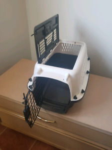 10lb Black and White Cat Carrier