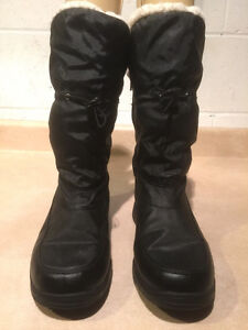 "Women's ""Lower East Size"" Winter Boots Size 8 London Ontario image 5"