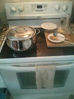 Whirlpool Electric Range Near Mint Needs New Glass Top