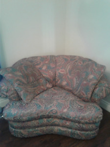 REDUCED - Love seat, great condition Asking $50